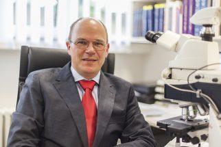 Privatdozent Dr. Achim Battmann